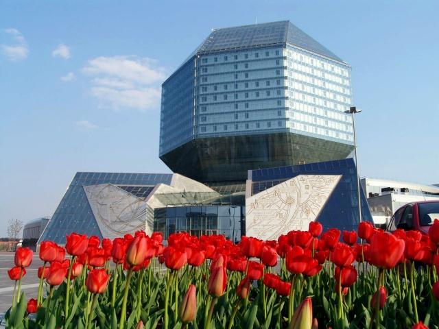 В Национальной Библиотеке Беларуси проходит выставка «В силу привычки: грани зависимостей»